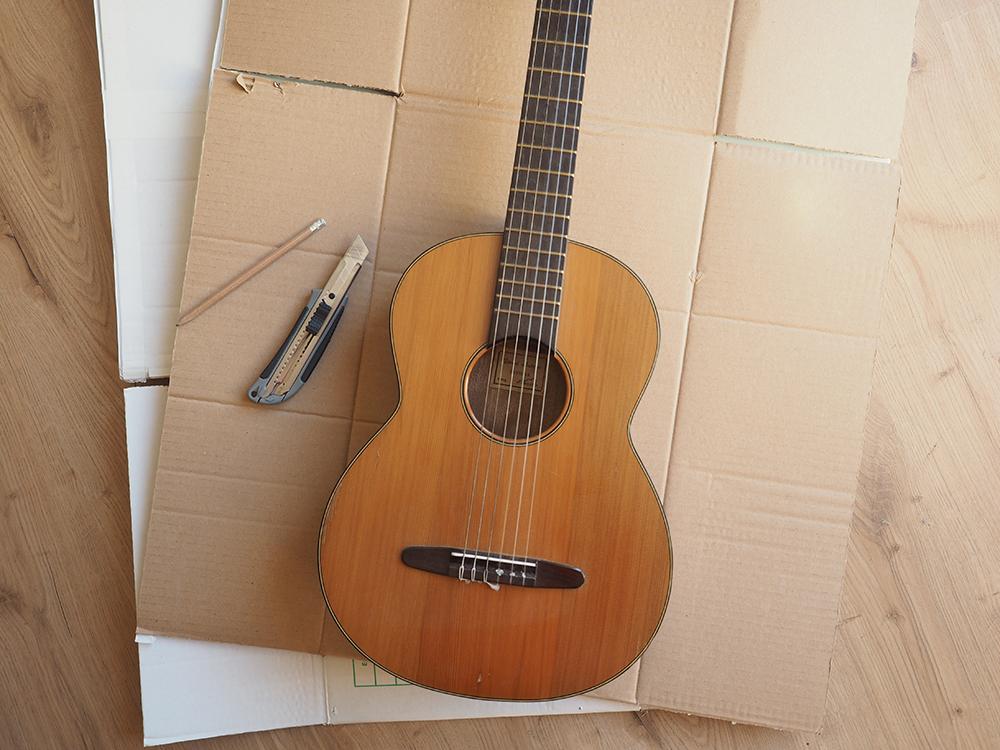 Comment fabriquer une pinata guitare anniversaire Coco