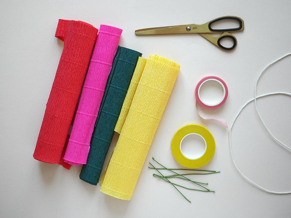 Fabriquer une couronne - DIY couronne de fleurs en papier